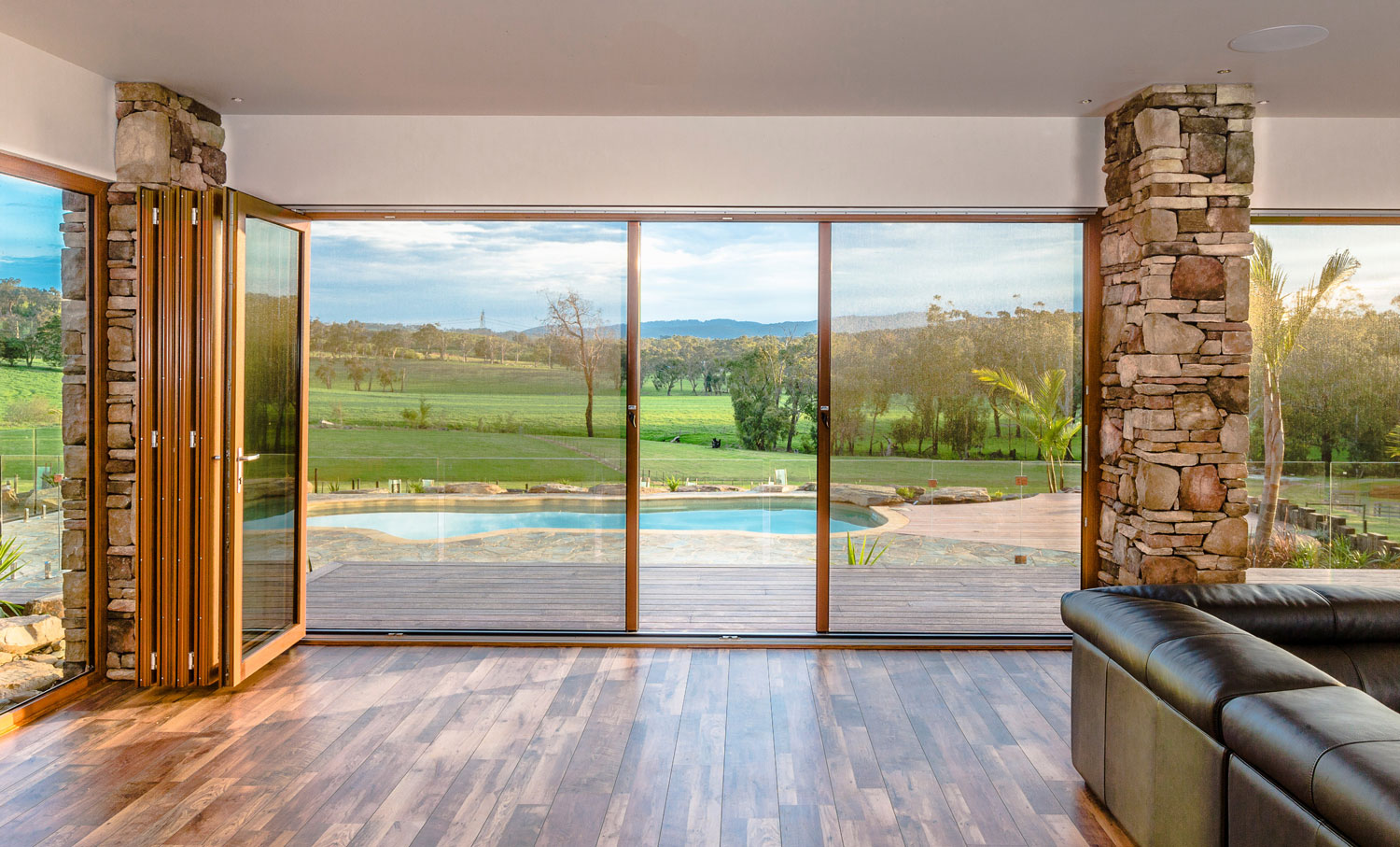<div class='slider_caption'>		 <h2>Infinity retractable Screens are suitable for: